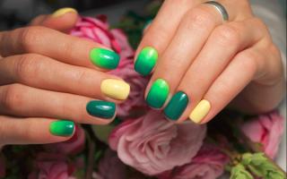 Маникюр на короткие ногти зеленого цвета