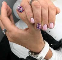 Маникюр на коротких ногтях с блестками